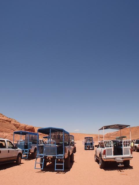 たくさんのツアートラック