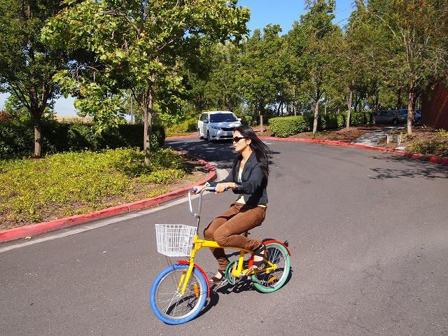 広い敷地内は自転車で移動