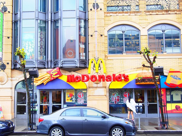 カラフルなマクドナルド