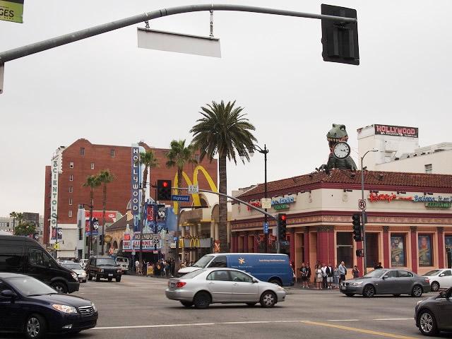 ハリウッドの派手な看板