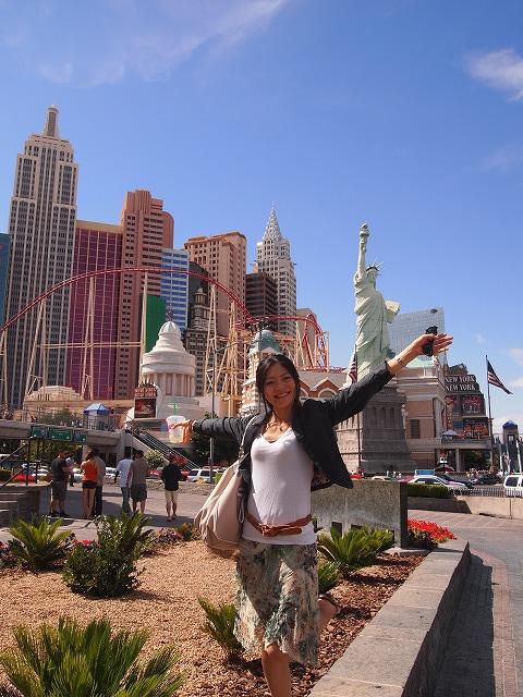 ニューヨークホテルの前で記念撮影
