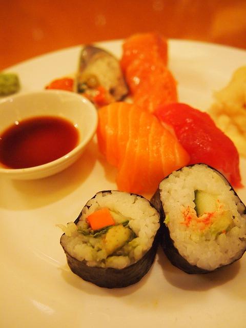 にぎり寿司と太巻き