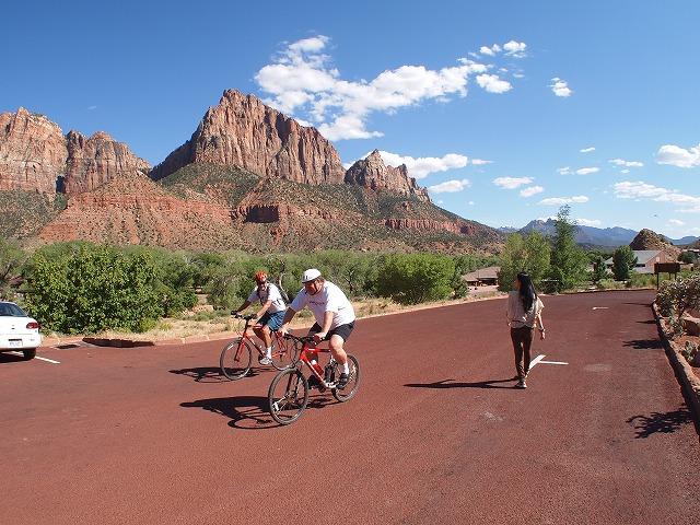 国立公園までサイクリングする人達