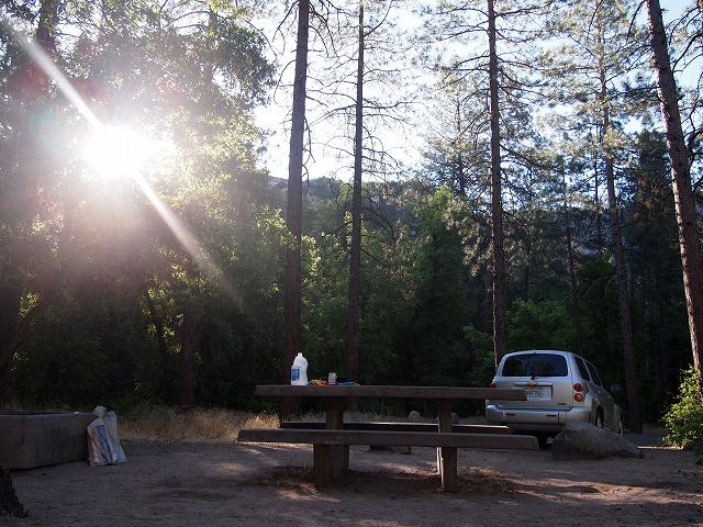 キャンプグラウンドの朝