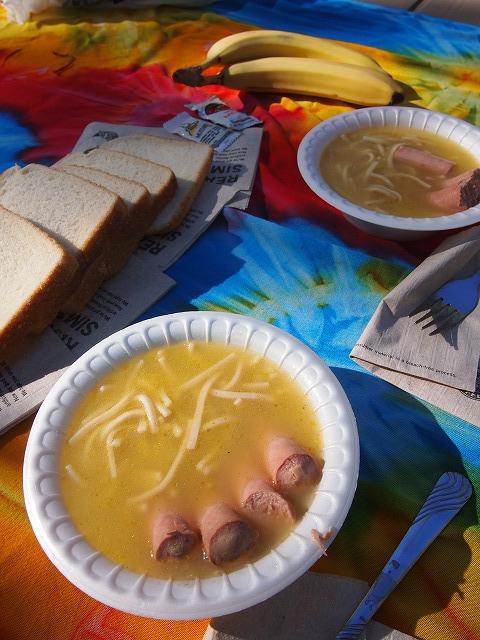 キャンプで朝食
