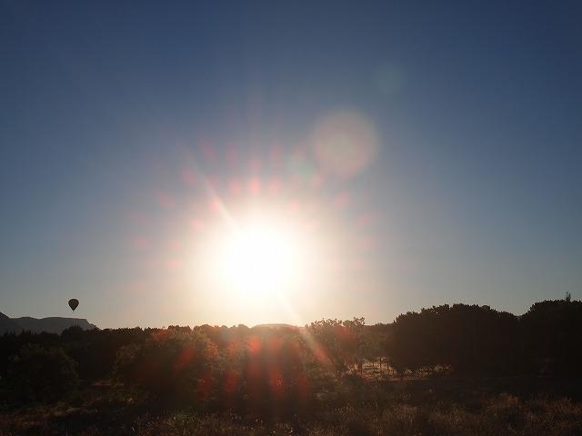 セドナの朝日と気球