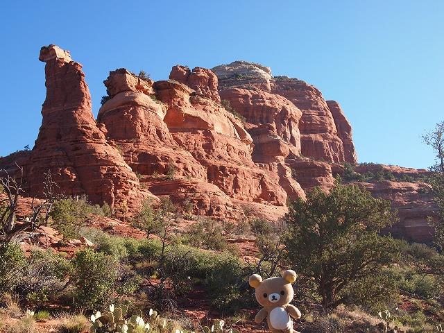 赤褐色の岩山