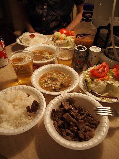 モーテルで食べる晩御飯とビール