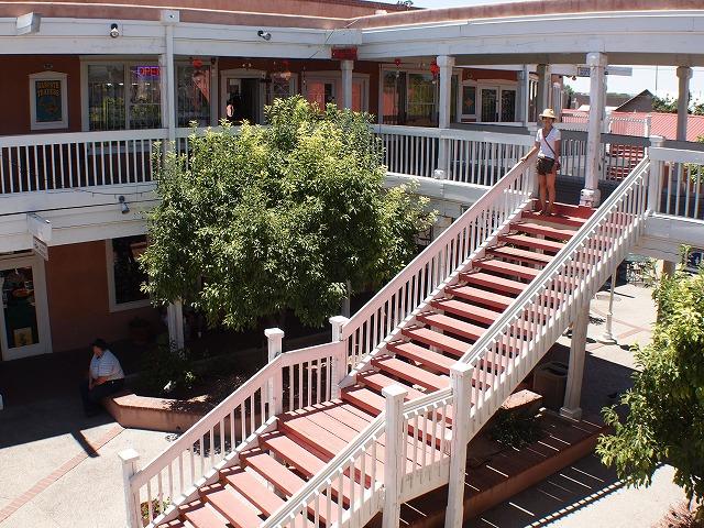 西部劇に出てくるような階段