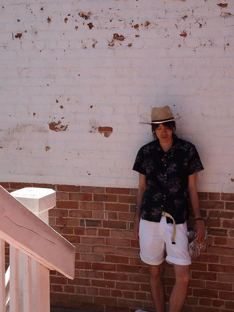 古いレンガの壁でモデルショット