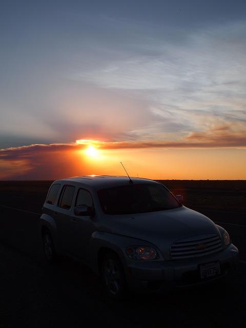 車をとめて夕焼けを見る