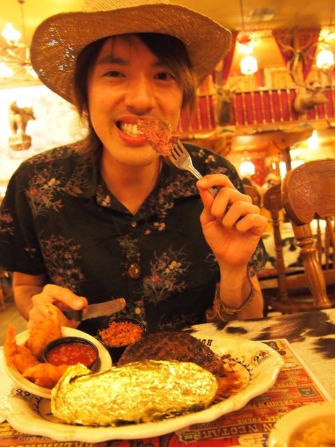 サーロインステーキを食べる